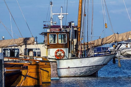 4 Useful Tips On Choosing A Fishing Boat